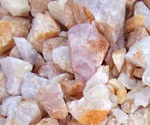 Đá Thạch Anh Vụn hồng và cách sử dụng đúng phong thủy