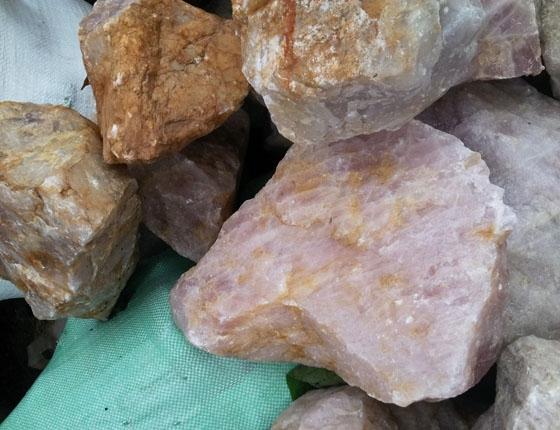 Giá bán đá thạch anh vụn tại Hà Nội như thế nào