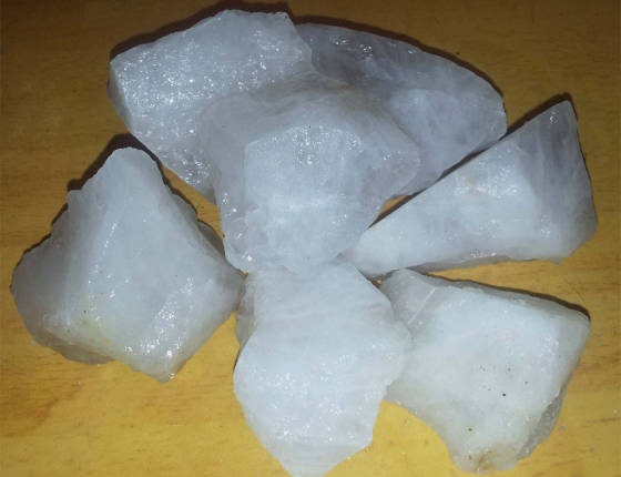 Thạch anh vụn trắng đổ móng nhà - TAT 02