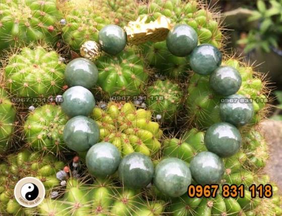 Vòng đá màu xanh lá cây